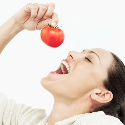 Làm đẹp từ cà chua được khá nhiều chị em ưa thích