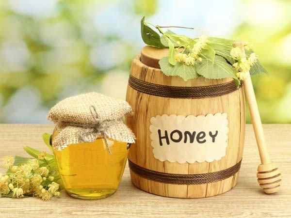 Không chỉ có giá trị dinh dưỡng cao, mật ong còn được biết đến như một loại thần dược trong làm đẹp.