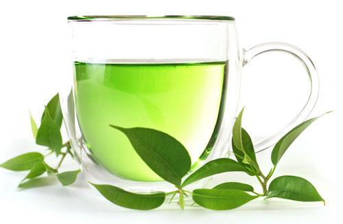 Điều trị mụn sưng đỏ bằng tinh dầu trà là phương pháp chăm sóc da từ thiên nhiên hiệu quả.