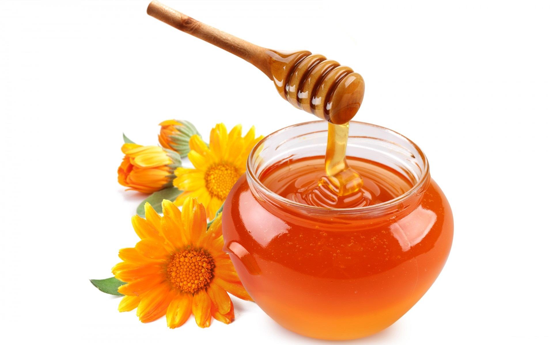 Điều trị mụn với mật ong và táo sẽ giúp đám mụn đáng ghét biến mất nhanh chóng.