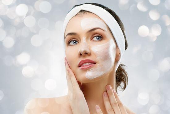 Rửa mặt bằng sữa tươi đều đặn, các tổn thương trên da bạn sẽ được khắc phục nhanh chóng
