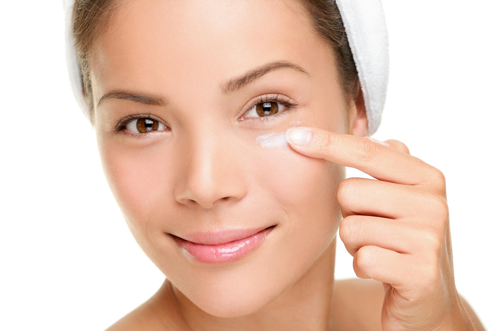 Cách trẻ hóa da vùng mắt an toàn
