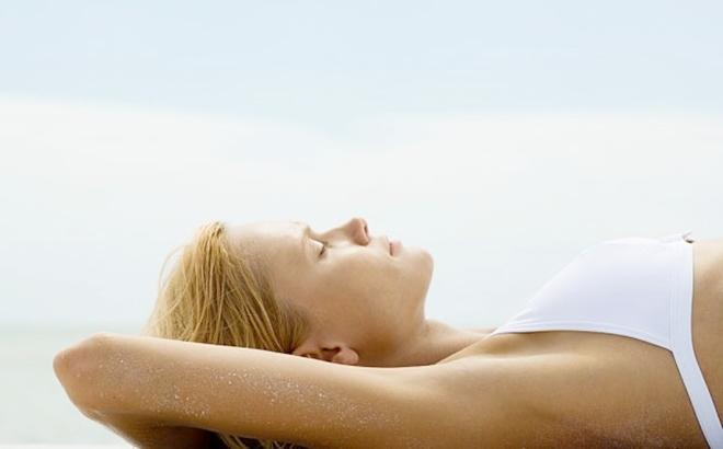 Cắt tuyến mồ hôi giúp loại bỏ tận gốc các chân rễ ống làm tăng tiết mồ hôi và vi khuẩn gây mùi, cho bạn sự tự tin