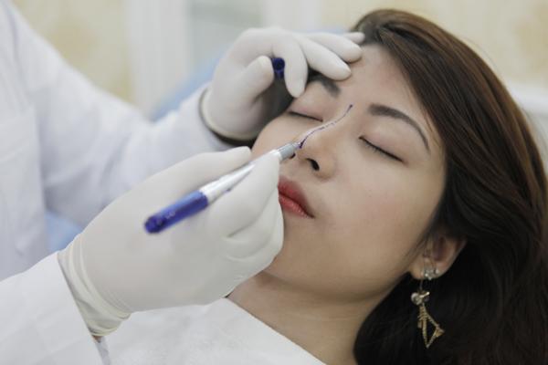 Chị em cần lựa chọn những địa chỉ nâng mũi đã được cấp giấy phép hoạt động của Bộ y tế