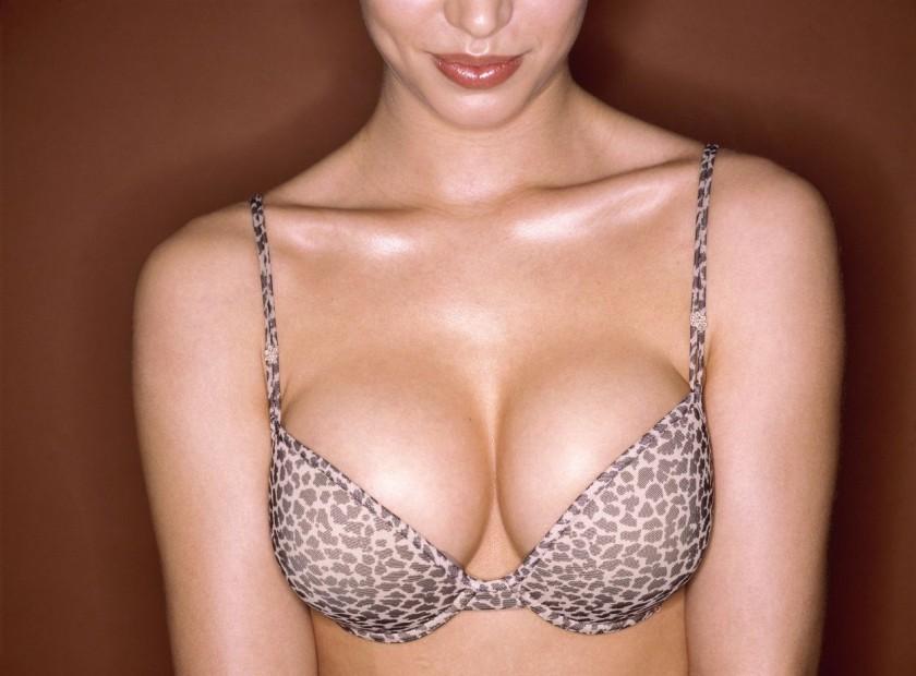 Sau phẫu thuật, bầu ngực được nâng cao, trở nên căng tròn, gợi cảm và quyến rũ hơn