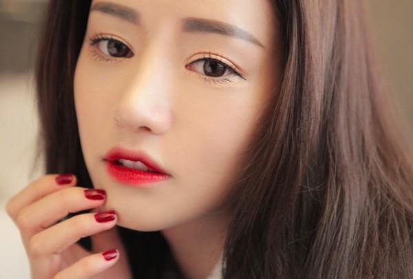 Được ưu ái nằm ở vị trí chính diện trên khuôn mặt, đôi môi có vai trò quan trọng trong việc tạo nên nét đẹp của người thiếu nữ