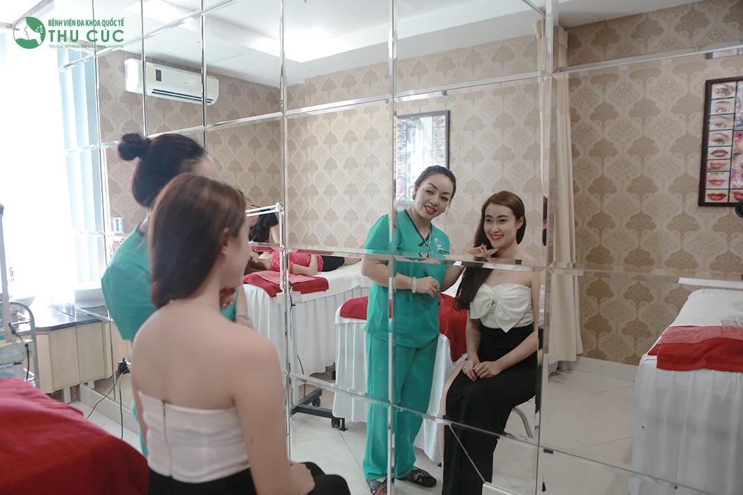 Đến với thẩm mỹ Thu Cúc Sài Gòn, khách hàng sẽ được kỹ thuật viên phun xăm trực tiếp thăm khám, tư vấn lựa chọn màu, mẫu vẽ phù hợp với khuôn mặt