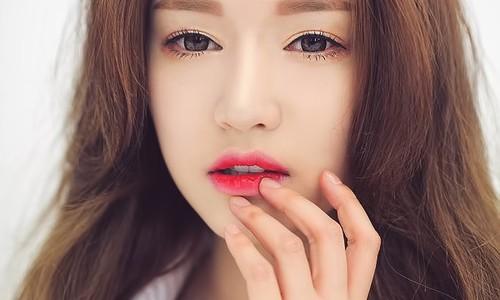 Yếu tố đầu tiên để đánh giá một đôi môi đẹp nằm ở chỗ nó phải cân đối, kết hợp hài hòa với khuôn mặt