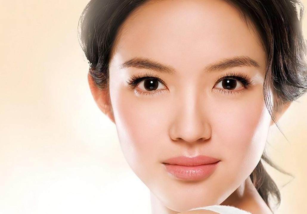Có rất nhiều nguyên nhân gây ra tình trạng mũi bị bóng đỏ sau phẫu thuật nâng mũi như đặt sóng mũi nhân tạo quá cứng, nâng mũi quá cao