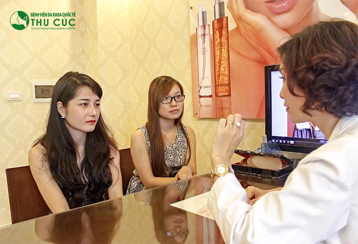 Khách hàng khi đến với thẩm mỹ Thu Cúc Sài Gòn sẽ được bác sĩ thăm khám, xác định tình trạng da và tư vấn phương pháp cũng như liệu trình điều trị phù hợp