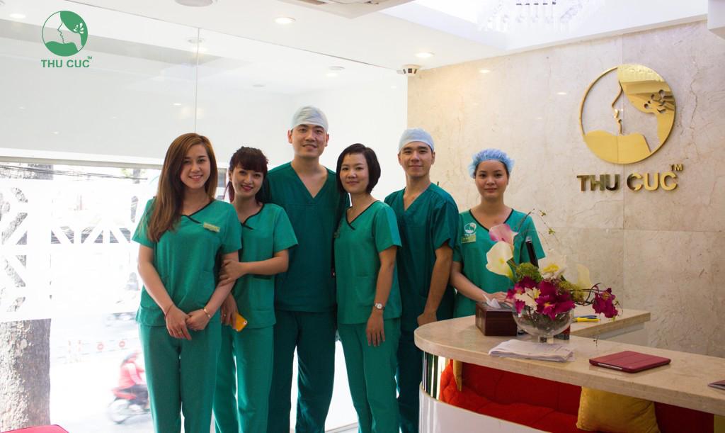 Tại đây có đội ngũ bác sĩ giỏi, giàu kinh nghiệm cùng sự hỗ trợ của các thiết bị y tế hiện đại, tiên tiến, đảm bảo phẫu thuật an toàn