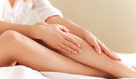 Oxy già có thể làm phai màu lông chân, giúp giấu đi những sợi lông xấu xí lẫn vào màu da của bạn