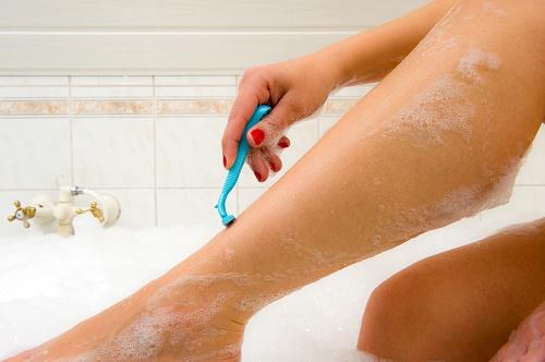 Cách tẩy lông chân an toàn