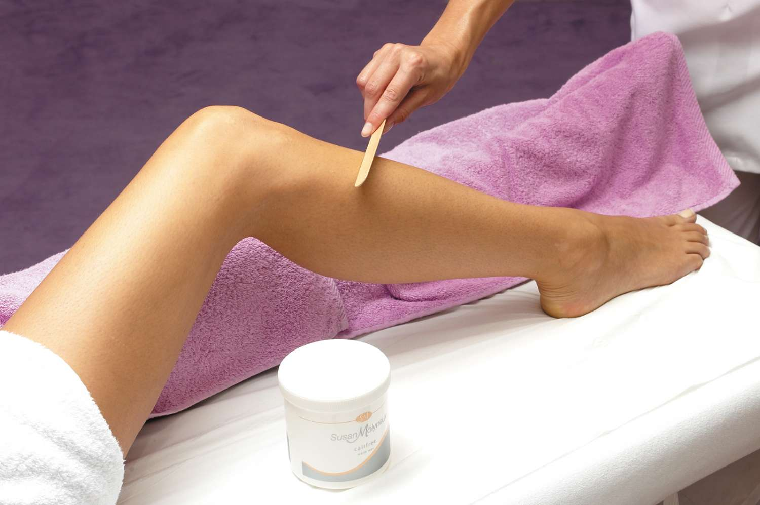 Cách triệt lông chân tại nhà