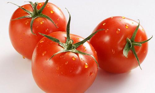 Cà chua không chỉ nuôi dưỡng làn da mịn màng mà còn loại bỏ lông mặt hiệu quả