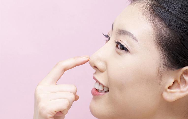 Sử dụng chất liệu độn không đảm bảo có thể khiến mũi bị bóng đỏ sau nâng mũi