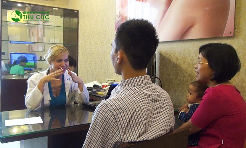 Khách hàng khi đến Thu Cúc sẽ được thăm khám kĩ càng, tư vấn nhiệt tình về các phương pháp phẫu thuật chỉnh sửa mũi