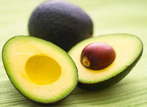 Trong quả bơ giàu axit béo không bão hòa, vitamin A, C, E. Các thành phần dinh dưỡng này có tác dụng tăng độ đàn hồi các mô ngực
