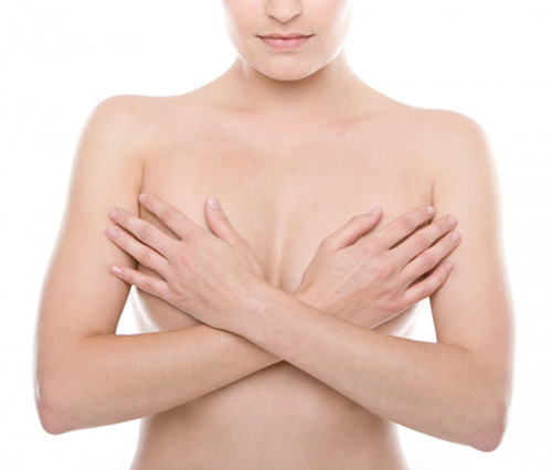 Việc massage ngực thường xuyên làm kích thích quá trình tuần hoàn máu ở vú, kích thích sản sinh prolactin – hormone quyết định sự phát triển và kích thước ngực