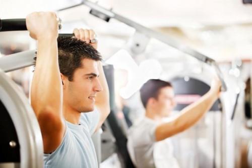 Tập gym cũng đem lại hiệu quả song yêu cầu các quý ông phải tập luyện đúng cách, đều đặn, duy trì thường xuyên kết hợp với chế độ dinh dưỡng đầy đủ