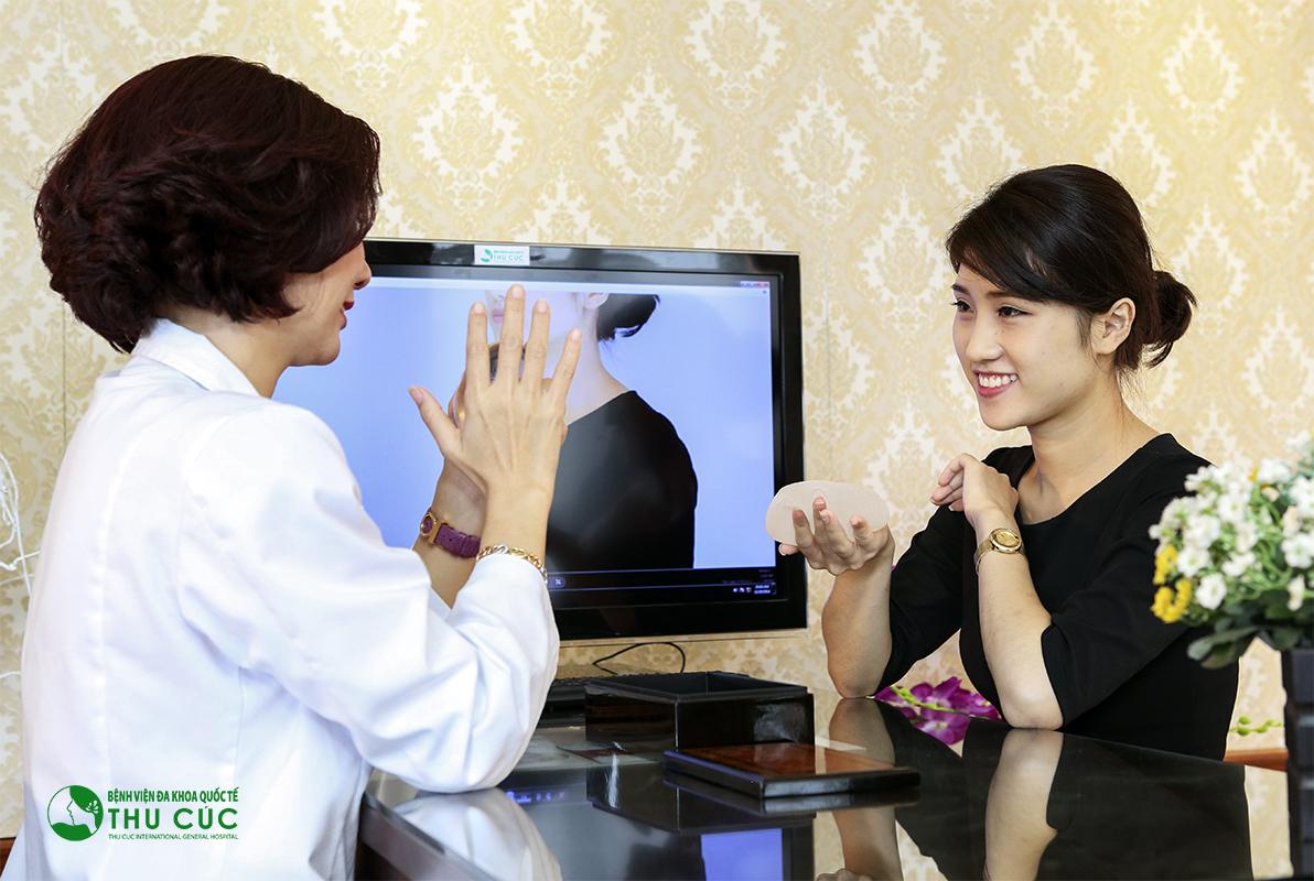 Phương pháp này có ưu điểm dễ thực hiện, che giấu sẹo mổ tốt, có thể thực hiện kết hợp thu nhỏ quầng vú, treo tuyến vú