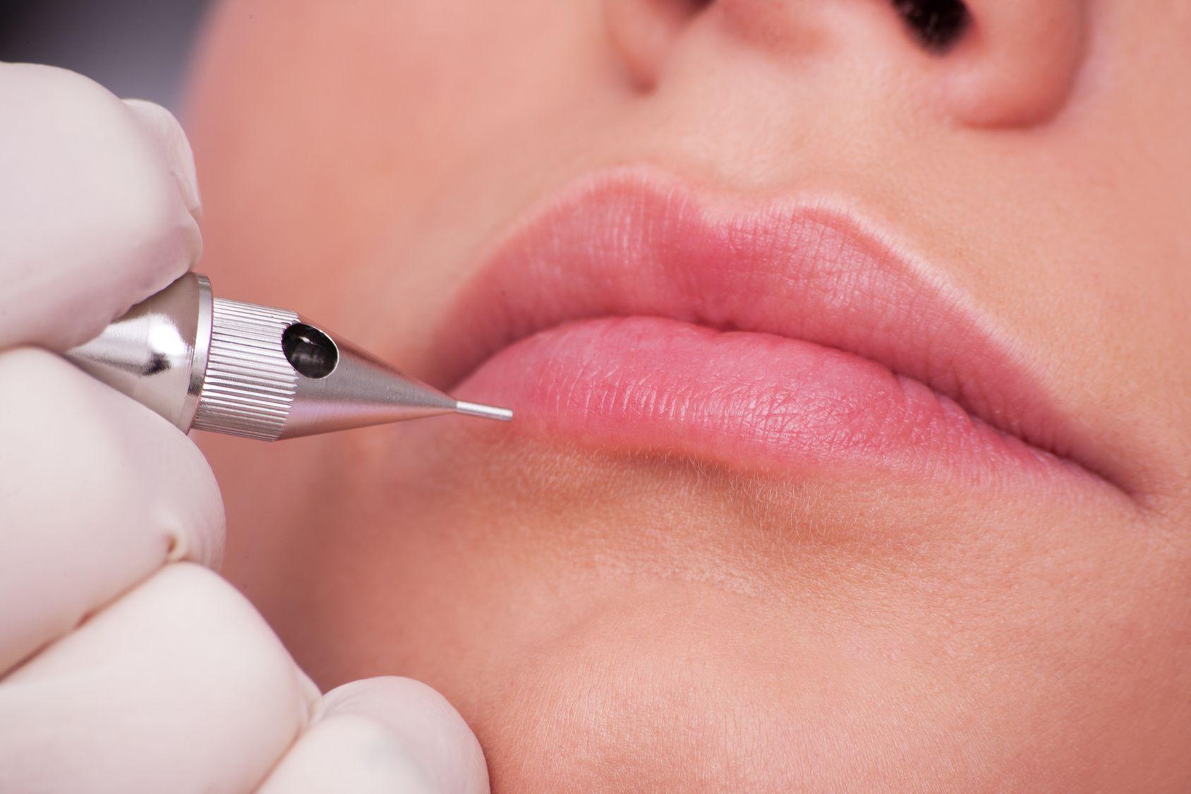 Phun xăm môi là phương pháp giúp bạn sở hữu đôi môi với tông màu quyến rũ ưa thích mãi mãi mà không cần sử dụng đến son môi