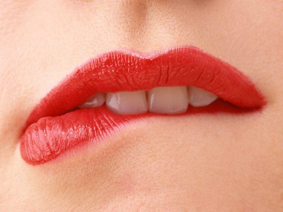 Để có được sắc màu môi tươi tắn quyến rũ cả ngày mà không cần nhờ cậy đến việc trang điểm, nhiều chị em đã lựa chọn cách phun xăm môi