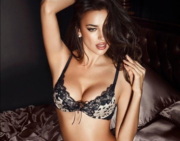 Nâng ngực nội soi là phương pháp nâng ngực sử dụng túi độn đặt vào khoang ngực qua đường nách, quầng vú, lằn vú hoặc đường rốn