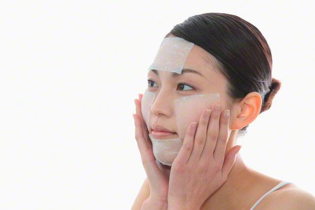 Để loại bỏ lông mặt tạm thời, một số chị em đã tìm đến các biện pháp tẩy lông mặt tạm thời như cạo, waxing, sử dụng nguyên liệu thiên nhiên