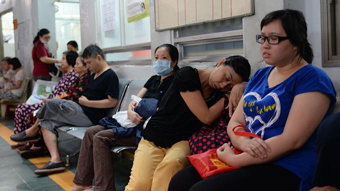 Bệnh viện da liễu thường xuyên rơi vào tình trạng quá tải
