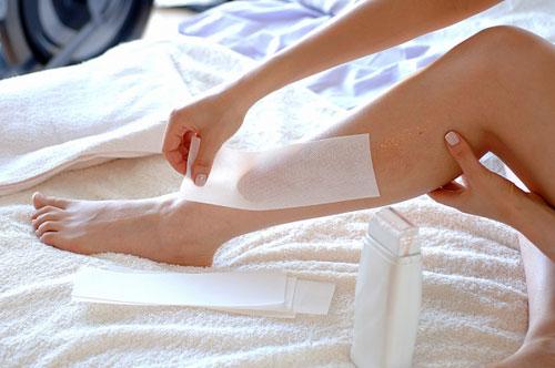 Waxing lông chân có hại không?