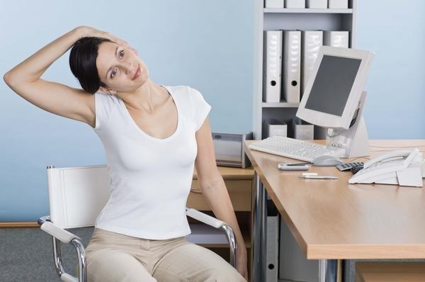 Ngồi nhiều, ít vận động: khi bạn ngồi liên tục, mỡ bụng sẽ dồn lại khiến bụng ngày càng to ra