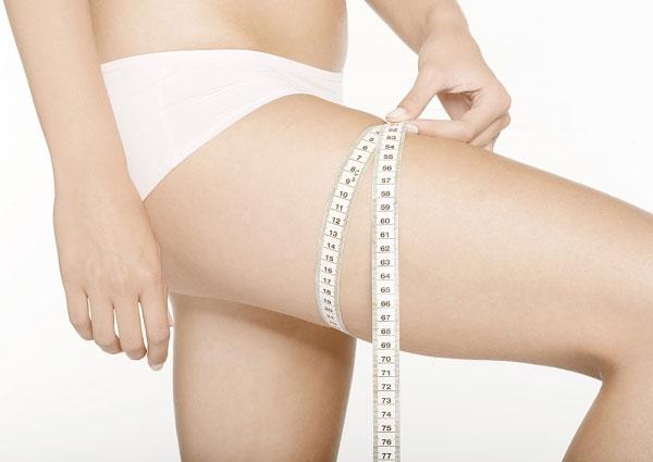 Vùng mỡ đùi có cấu tạo khá dày và cứng, liên kết mạnh và xen kẽ với bó cơ, do đó các phương pháp giảm béo thông thường khó mang lại hiệu quả cao
