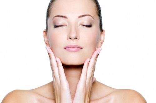 Massage da mặt thường xuyên có thể làm giảm căng thẳng, tăng cường lưu thông máu, căng da mặt, giúp ngăn ngừa lão hóa