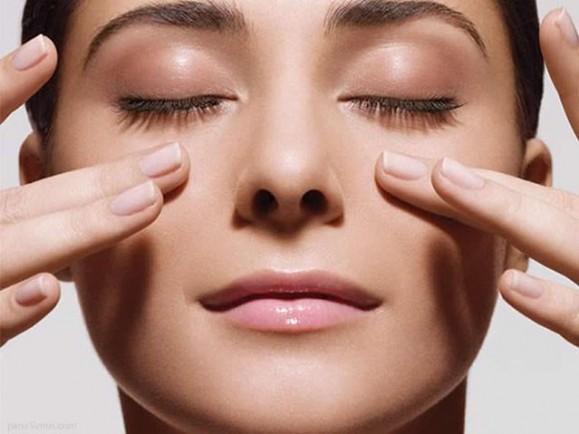 Khi tuổi càng cao, dấu hiệu lão hóa ở mắt ngày càng xuất hiện nhiều và rõ ràng hơn