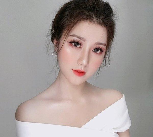 Dáng mũi cao thon sẽ tạo điểm nhấn giúp gương mặt chị em xinh đẹp, nổi bật hơn