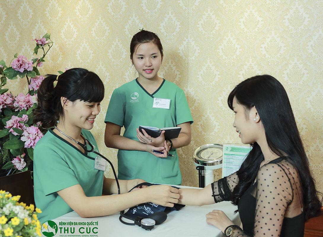 Trước khi nâng mũi, khách hàng sẽ được kiểm tra sức khỏe toàn diện để loại trừ những trường hợp chống chỉ định