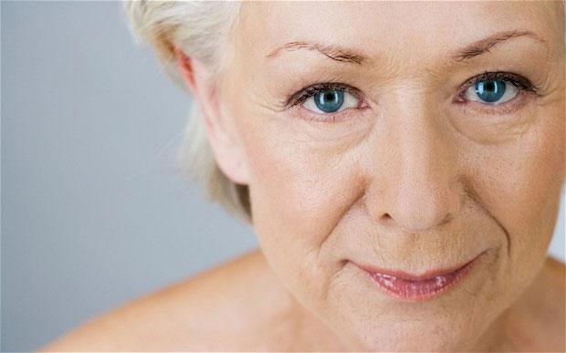 Càng nhiều tuổi, số lượng collagen dưới da càng giảm đi nên làn da trở nên lỏng lẻo, chảy xệ, thiếu sự đàn hồi