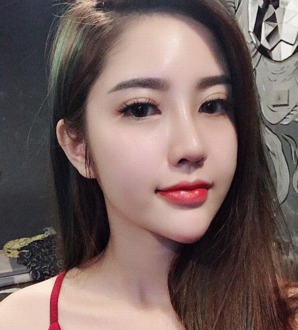 Cận cảnh dáng mũi đẹp hoàn hảo của hotgirl nhà Thu Cúc sau khi nâng mũi