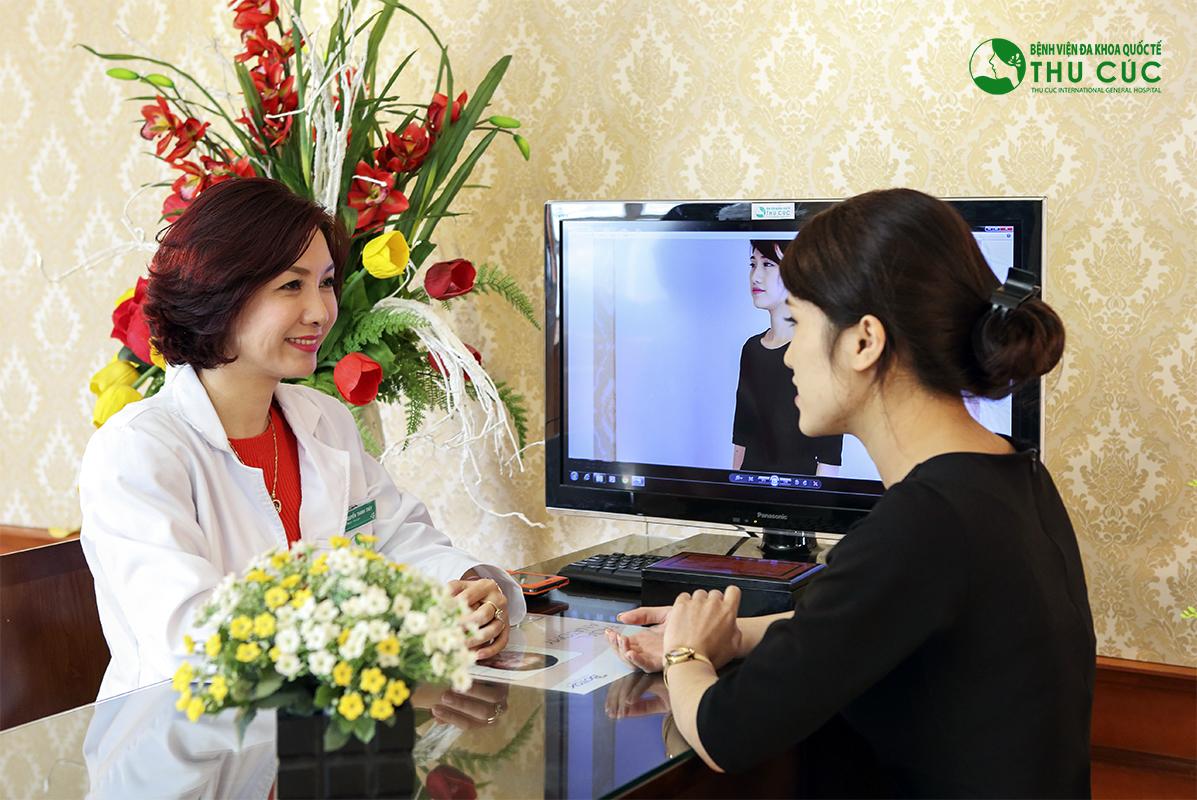 Bác sĩ tư vấn cụ thể về nâng ngực bằng mỡ tự thân cho khách hàng hiểu