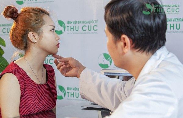 Tùy thuộc vào tình trạng cằm của khách hàng bác sĩ sẽ tư vấn phương pháp thực hiện mang lại hiệu quả cao nhất