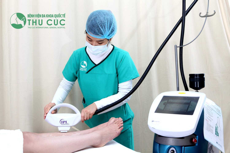 IPL có thể điều trị nhiều bệnh lý khác nhau như triệt lông, trị mụn, trẻ hóa da, trị nám,…