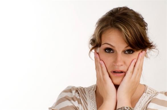 Tình trạng rậm lông gây ra không ít rắc rối cho chị em phụ nữ
