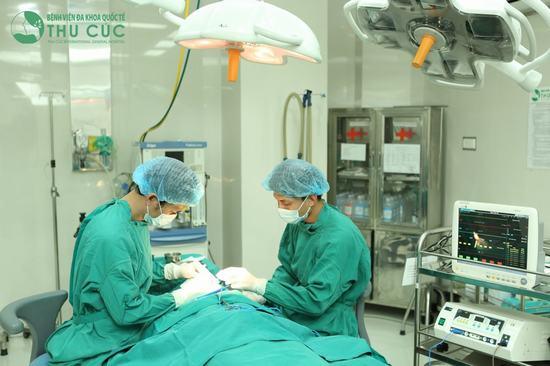 Toàn bộ quy trình phẫu thuật được diễn ra trong phòng mổ vô khuẩn 1 chiều hiện đại