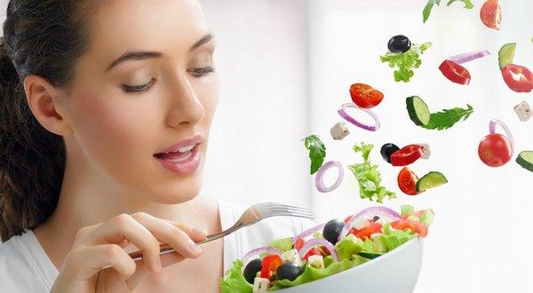 Ăn nhiều rau xanh, hoa quả là 1 trong những cách ngăn ngừa lão hóa da hiệu quả
