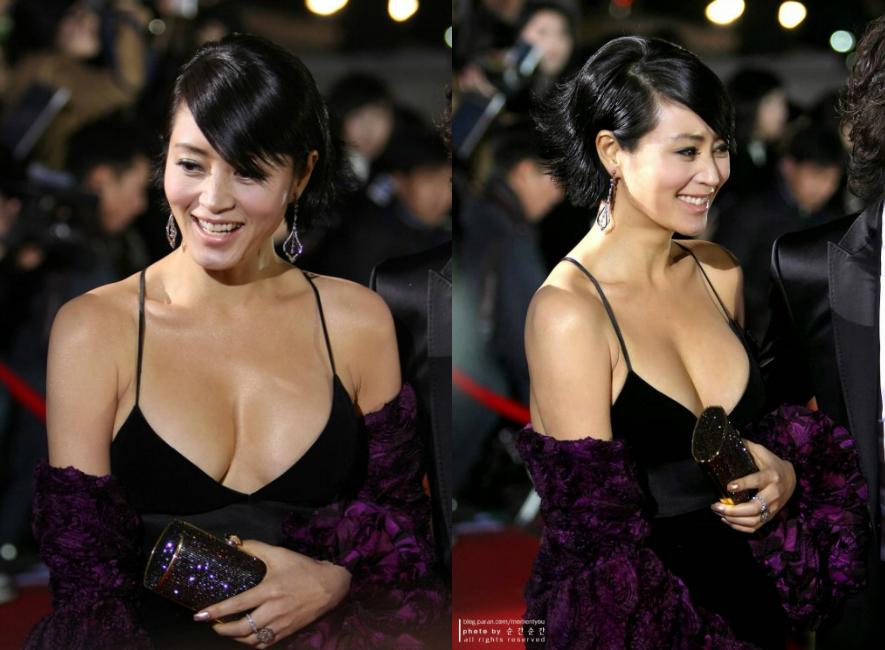 Vòng một quyến rũ của Kim Hye Soon thu hút mọi ánh nhìn khi cô xuất hiện tại các sự kiện