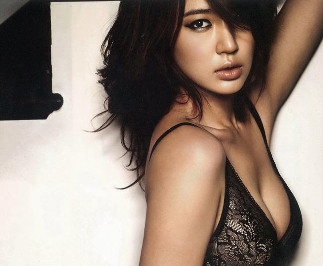 """Sở hữu """"đôi gò bồng đào"""" đầy quyến rũ, Yoon Eun Hye luôn khiến fan """"chao đảo"""" trong những bức hình quảng cáo nội y đầy mê hoặc"""