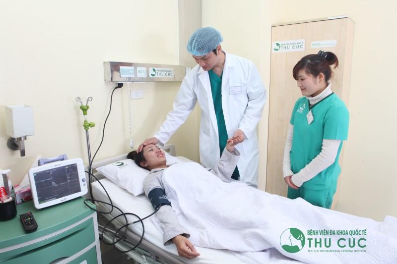 Sau nâng ngực, khách hàng được chăm sóc hậu phẫu chuyên nghiệp, chu đáo, miễn phí từ 1 – 2 ngày