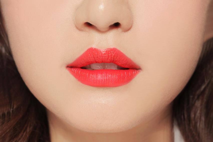 Phun xăm môi là giải pháp giúp đôi môi luôn có màu sắc tươi tắn, rạng rỡ suốt cả ngày dài mà không cần nhờ cậy đến trang điểm
