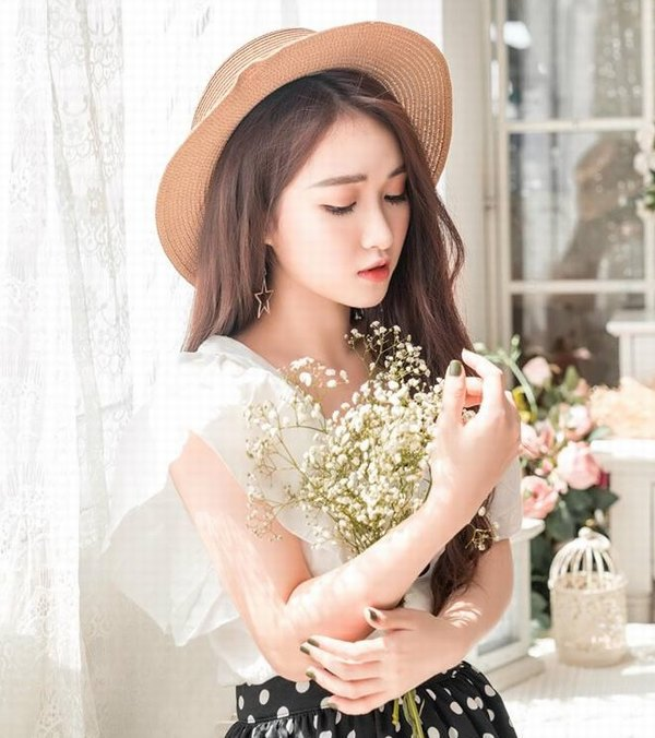 Dáng mũi của hotgirl Hương Giang sau 10 ngày thực hiện phẫu thuật